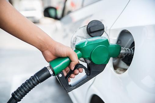 Estados avaliam congelar cálculo do ICMS sobre combustível até fim do ano após alta de preços