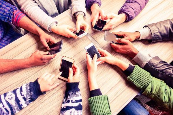 Smartphone já é principal ferramenta de compra online para 33% dos internautas, aponta estudo do SPC Brasil e CNDL